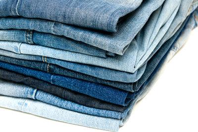 Jeanshosen gibt es inzwischen in allen Farben.