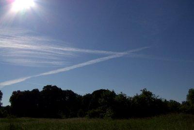 Wasserdampf kondensiert durch den geänderten Luftdruck beim Vorbeiflug