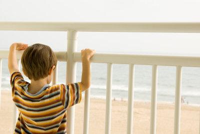 Ihr Balkon lässt sich für Ihr Kind sicherer machen.