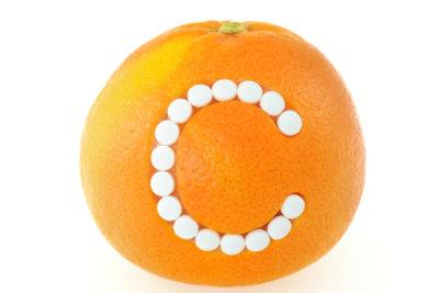 Vitamin C hilft gegen Pickel.