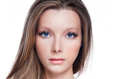Augengröße richtig mit Make-up betonen.