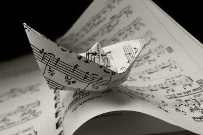 Wägen Sie als Musiker die Vor- und Nachteile von Castingshows ab.