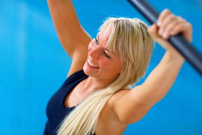 Korrekter Griff und Armhaltung sind wichtig für die Übungen.