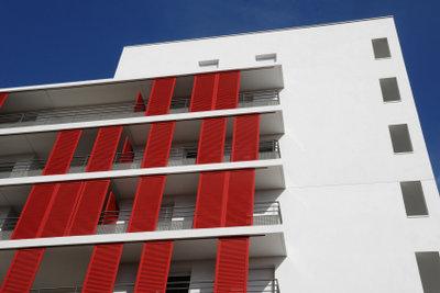 Nicht jeder Balkon hat einen solchen Sonnen- und Sichtschutz.