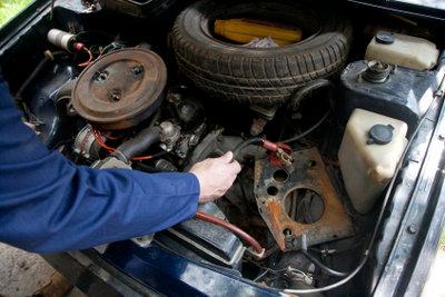 Batterien alter Autos sind häufig defekt.
