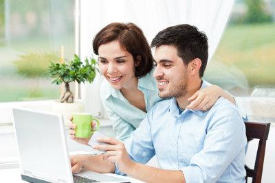 Online shoppen und mit Kreditkarte oder PayPal zahlen.