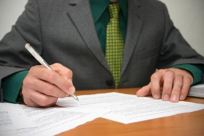Bei der Antragstellung helfen Rentenberater und ehrenamtlich tätige Versicherungsälteste.