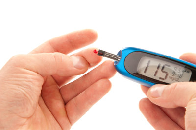 Bei Glukoseintoleranz sollten Sie Ihre Zuckerwerte im Auge behalten.