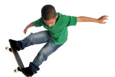 Mit dem richtigen Skateboard hat Ihr Kind solche Tricks schnell drauf.