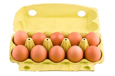 Die Hühnerrasse bestimmt die Eifarbe.