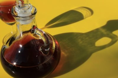 Aufgesetzter aus Schwarzen Johannisbeeren - ein Klassiker zum Selbermachen