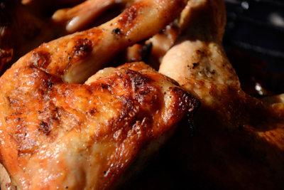 Hähnchenfleisch schmeckt mariniert besonders gut.