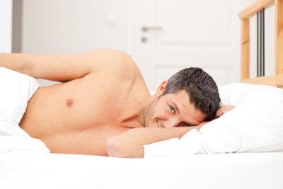 Mit der richtigen Bettdecke kommen Sie nachts nicht ins Schwitzen.