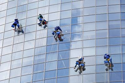 So waschen Sie ein Fensterleder.
