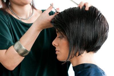 Das Schneiden von Haaren will gelernt sein.