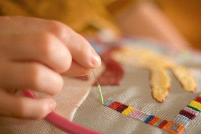 Aufwendige Stickarbeiten erfordern Konzentration, Ausdauer und Geduld.