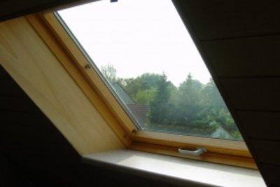 Solche Dachfenster lassen sich bequem reinigen.