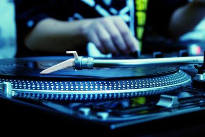 Wie viel Geld verdient ein DJ für einen Auftritt?