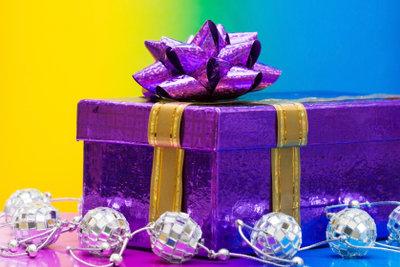 Überreichen Sie Ihrer Putzfrau an Weihnachten ein schönes Geschenk.