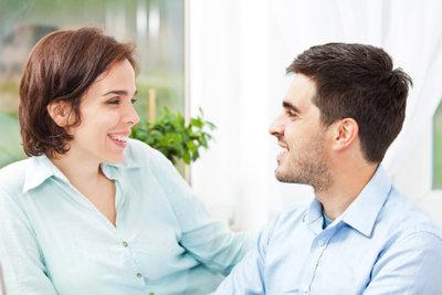Regelmäßige Liebesbeweise können eine gute Beziehung festigen.
