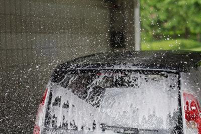 Nach dem Waschen sollten Sie Ihren Wagen polieren.