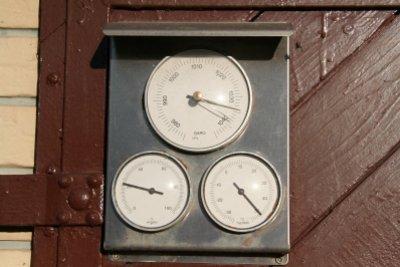 Mit einem Hygrometer können Sie auch in den Räumen die Luftfeuchtigkeit bestimmen.