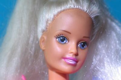 Barbies Begleiter Ken ist eine tolle Kostümidee für den Fasching.