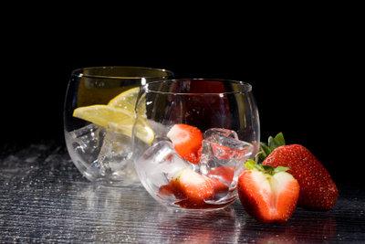Klare Eiswürfel geben nicht nur in Getränken ein gutes Bild ab.