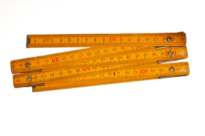 Die Bildschirmdiagonale lässt sich mit einem Meterstab schnell ermitteln.