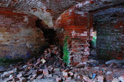 Feuchtigkeit ist meist Ursache für Salpeter im Keller.