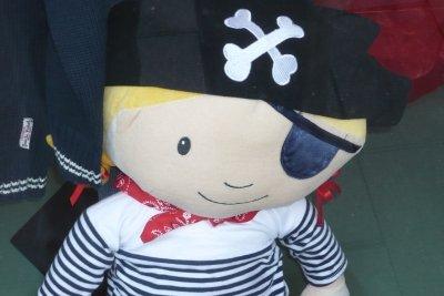 Piraten sehen mit Augenklappe besser aus.