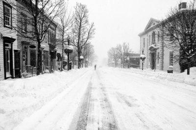 Die Schneeräumpflicht trifft auch in Spielstraßen die Eigentümer.