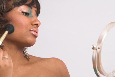Viele Kosmetikprodukte enthalten Parabene.