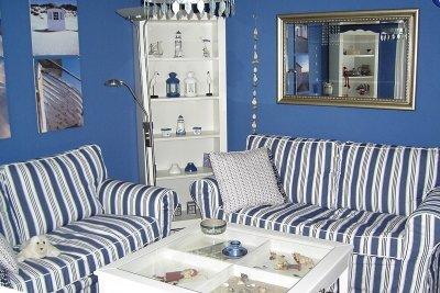 Blaue Wände machen den Raum größer und entspannender.