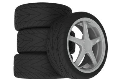Wer zu jeder Jahreszeit schnell fährt, montiert jeweils passende Reifen.