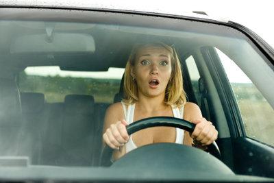 Prüfungsangst kann bei der Führerscheinprüfung zum Problem werden.