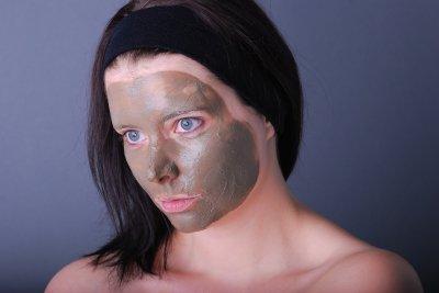 Verwenden Sie Masken zur Gesichtsreinigung.