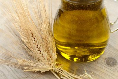 Olivenöl pflegt Ihr kaputtes Nagelbett.