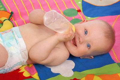 Säuglinge sind anfällig für Mundpilz.