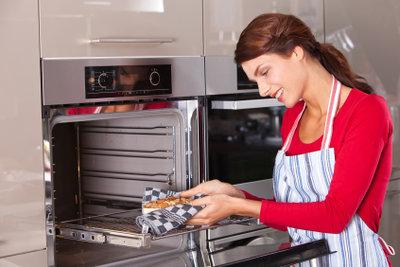 Mit Hauptschulabschluss kann man eine Ausbildung als Bäckerin machen.