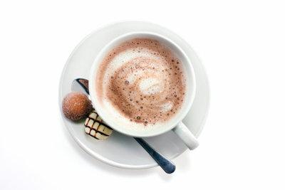 Ein heißer Kakao stimmt Körper und Geist weihnachtlich ein.