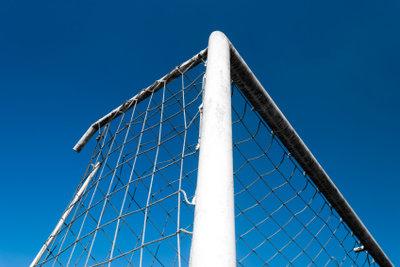 Fußball in Deutschland wird durch DFB und DFL geregelt.