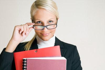 Nach Studium, Recht auf Arbeitslosengeld prüfen.