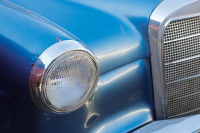 Eine Autoversicherung über die Eltern ist für Fahranfänger günstiger.