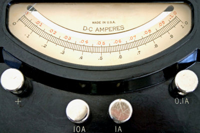 Basis dieses Ampermeters ist ein Drehspulinstrument.