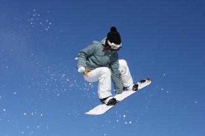 Solche Snowboardsprünge gelingen nur mit der richtigen Bindung.