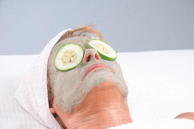 Haut im Alter pflegen und beobachten