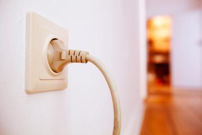 Hartz-4-Empfänger sollten Stromnachzahlung vermeiden, bevor die Kosten entstehen.