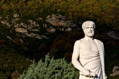 Aristoteles hat etwas mit Metaphysik zu tun.