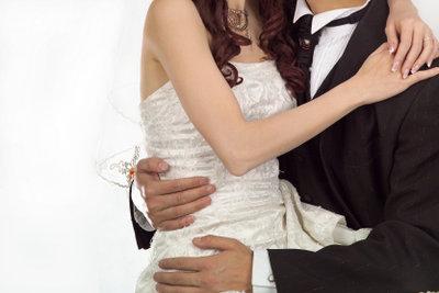 Schöne Hochzeitsbräuche für die standesamtliche Trauung.